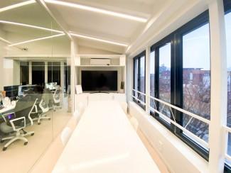 유리가벽으로 효율성을 높인 사무실 인테리어