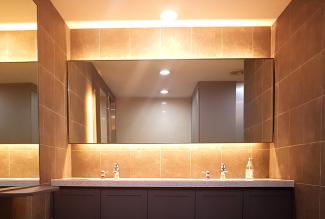 고급 유럽풍 컨셉의 학원 화장실 인테리어