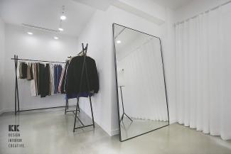 심플함에 감춰진 매력적인 옷가게 인테리어