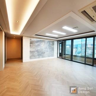 포근하고 따뜻한 현대적인 아파트 인테리어