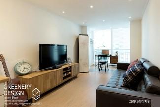 현대적인 세련된 원목으로 꾸민 아파트인테리어
