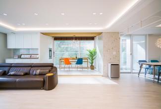 다채로운 컬러감이 돋보이는 아파트 인테리어