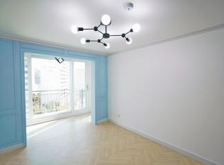 공간을 넓고 재미있게 모던한 아파트 인테리어