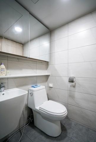 심플하고 고급스러운 화장실 인테리어