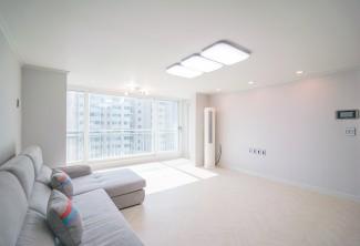 청량한 분위기의 안산 아파트 인테리어